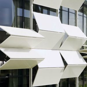 A Methodology of Interactive Motion Facades Design through Parametric Strategies